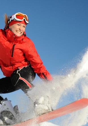 Profită și tu de beneficiile sporturilor de iarnă!